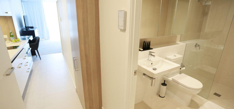studio-apartment-bathroom | Alex Perry Hotel & Apartments