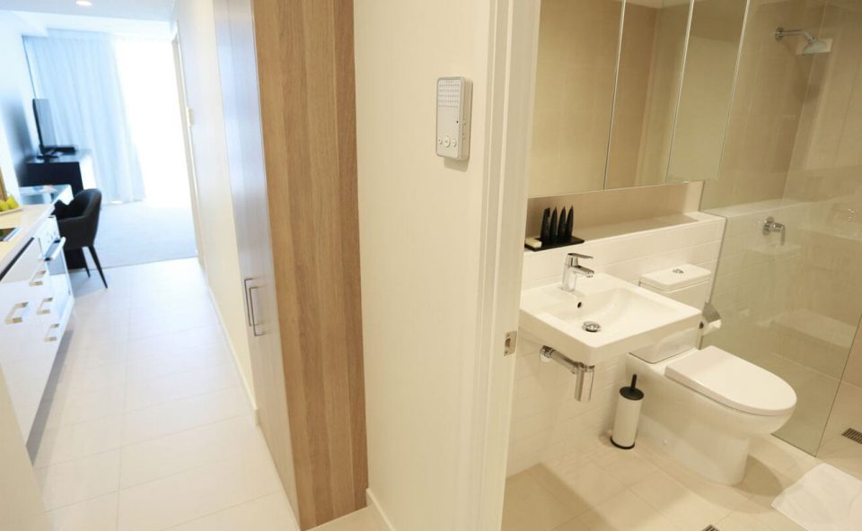 studio-apartment-bathroom | Alex Perry Hotel & Apartments