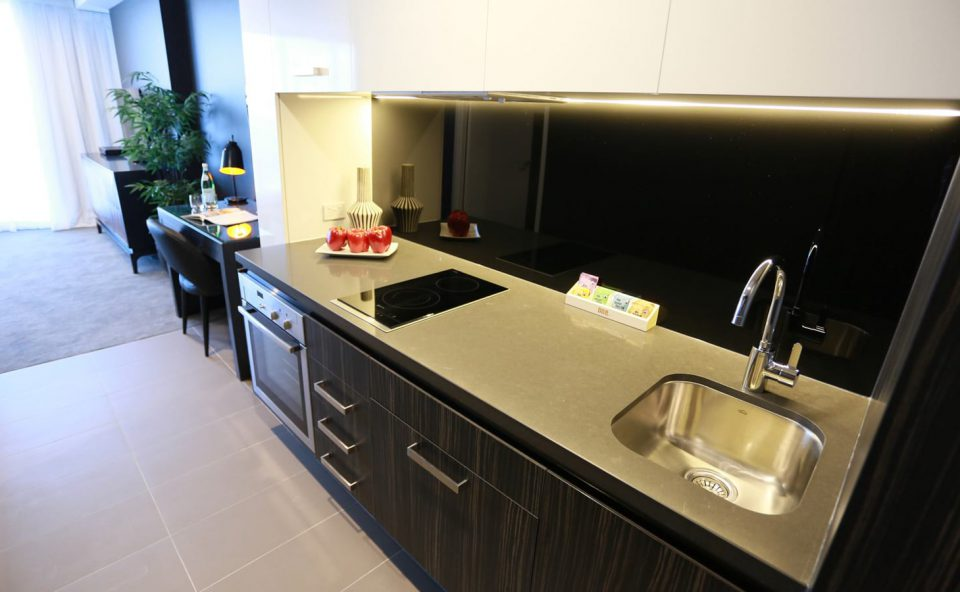 1-bed-apartment-kitchen   Alex Perry Hotel & Apartments